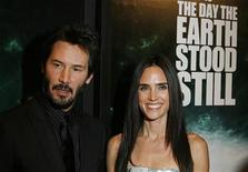 """<p>Actors Jennifer Connelly and Keanu Reeves (L) arrive for the premiere of the film """"The Day The Earth Stood Still"""" in New York December 9, 2008. REUTERS/Lucas Jackson</p>"""