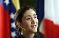 <p>Ingrid Betancourt, la politica franco-colombiana ostaggio per anni delle Farc colombiane, in una foto del 9 dicembre scorso a Caracas, nella sede dell'ambasciata francese in Venezuela. REUTERS/Edwin Montilva</p>
