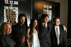 """<p>The cast and director Scott Derrickson (R) pose during the premiere of their film """"The Day The Earth Stood Still"""" in New York December 9, 2008. REUTERS/Lucas Jackson</p>"""