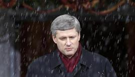 <p>Prime Minister Stephen Harper pauses while speaking as sleet falls at Rideau Hall in Ottawa in this December 4, 2008 file photo. REUTERS/Chris Wattie</p>