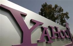 <p>Foto de archivo de la sede de la compañía Yahoo en Sunnyvale, EEUU, 5 mayo 2008. Yahoo presentó una nueva barra de herramientas que permitirá a los usuarios acceder a su correo electrónico mientras hacen una búsqueda en internet, el último paso en una estrategia de apertura a sus usuarios y terceros. REUTERS/Robert Galbraith</p>