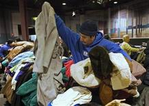 <p>A man chooses winter coats at a coat exchange in Pawtucket, Rhode Island, November 28, 2008. REUTERS/Brian Snyder</p>
