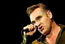 <p>Foto de archivo de Morissey, ex vocalista de The Smiths, en un concierto en Zagreb, 6 jul 2006. Morrissey firmó con Lost Highway, un sello con sede en Nashville, para el lanzamiento estadounidense de su nuevo álbum, señalaron fuentes a Billboard. REUTERS/Nikola Solic</p>