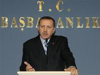 <p>Премьер-министр Турции Тайип Эрдоган выступает на конференции по случаю убийства редактора армяноязычной газеты Гранта Динка в Анкаре 19 января 2007 года. Высшее военное руководство Турции осудило кампанию, устроенную турецкой интеллигенцией, по принесению извинений за массовое истребление армян во время Первой мировой войны. REUTERS/Stringer</p>