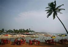 <p>Кафе на одном из пляжей Гоа 16 марта 2008 года. Власти индийского штата Гоа запретили устраивать в этом году рождественские и новогодние вечеринки на пляжах, памятуя о ноябрьских событиях в Бомбее. REUTERS/Punit Paranjpe (INDIA)</p>