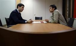 <p>Hays Recruitment Consultancy Section Manager Ignacio Ramos (L) interviews Vicente Balmaseda at the Hays offices in downtown Madrid December 5, 2008. REUTERS/Susana Vera</p>