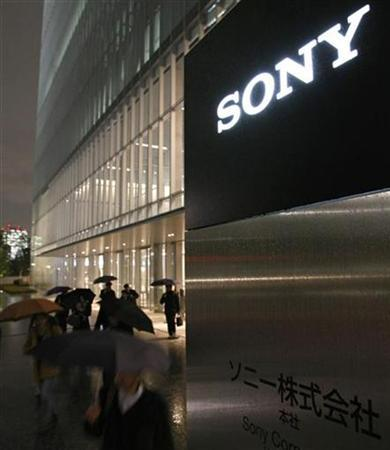 People walk out from Sony Corp's headquarters in Tokyo December 9, 2008. REUTERS/Toru Hanai