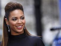 """<p>Singer Beyonce Knowles performs on NBC's """"Today"""" show in New York November 26, 2008. REUTERS/Brendan McDermid</p>"""