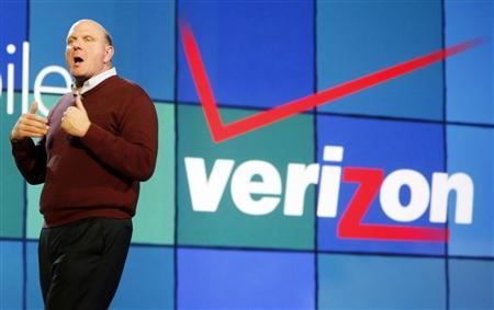 Steve Ballmer, Microsoft Corp CEO announces a partnership with Verizon as he delivers the pre-show keynote address at the annual Consumer Electronics Show (CES) in Las Vegas, January 7, 2009. REUTERS/Rick Wilking