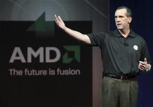 <p>Dirk Meyer, directeur général d'AMD. Le fabricant de semi-conducteurs américain passera des charges de restructuration supplémentaires au titre des exercices 2008 et 2009. /Photo prise le 8 janvier 2009/REUTERS/Steve Marcus</p>