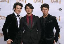 <p>The Jonas Brothers (L-R), Kevin Jonas, Joe Jonas and Nick Jonas pose backstage after presenting at the 66th annual Golden Globe awards in Beverly Hills, January 11, 2009. REUTERS/Lucy Nicholson</p>