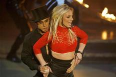 """<p>Singer Britney Spears performs on ABC's """"Good Morning America"""" in New York on December 2, 2008. REUTERS/Lucas Jackson</p>"""