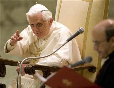 Pope Benedict XVI acknowledges the crowd during his weekly general audience at the Vatican, January 14, 2009. REUTERS/Chris Helgren
