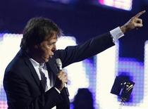 <p>Paul McCartney takes to the stage to collect the Ultimate Legend award during the MTV Europe Music Awards ceremony in Liverpool, northern England, November 6, 2008. REUTERS/Phil Noble</p>