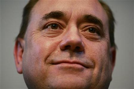 Scottish National Party (SNP) leader Alex Salmond looks at his supporters at a post-election party in Edinburgh, Scotland, May 4, 2007. REUTERS/David Moir