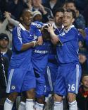 <p>Jogadores do Chelsea comemora com de Salomon Kalou na vitória sobre o Middlesbrough REUTERS/ Eddie Keogh</p>