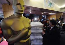 <p>Oscar ballots for the 81st annual Academy Awards are prepared for mailing at the Academy of Motion Picture Arts and Sciences in Beverly Hills, California January 28, 2009. REUTERS/Phil McCarten</p>