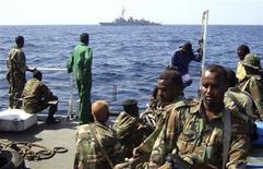<p>Морские силы Пунтланда патрулируют в Аденском заливе, 6 января 2009 года Международное патрулирование морских вод у берегов Сомали значительно сократило число случаев захвата торговых судов, сказал в среду директор Международного морского бюро (IMB) Поттенгал Мукундан. REUTERS/Abdiqani Hassan (SOMALIA)</p>