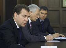 <p>Президент России Дмитрий Медведев произносит речь на встрече в президентской резиденции в Барвихе, 28 января 2009 года Президент России Дмитрий Медведев в четверг пообещал рост довольствия офицерам контрразведки, сказав, что в борьбе с кризисом власти особенно нуждаются в опоре на спецслужбы REUTERS/RIA Novosti/Kremlin/Dmitry Astakhov(RUSSIA)</p>