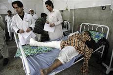 <p>Пострадавший от взрыва со сломанной ногой находится в больнице в Пешаваре, 1 марта 2008 года Близкая к отчаянной ситуация, в которую кризис поставил предпринимателей из самых разных отраслей, похоже, стимулирует их риторические способности - необходимое условие для получения поддержки от государства. REUTERS/Ali Imam (PAKISTAN)</p>