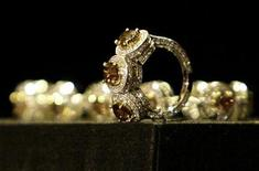 <p>An $18,000 ring and a $42,000 bracelet with Australian argyle chocolate diamonds from Le Vian corp. are displayed during the 7th Annual awards season diamond fashion show preview in Beverly Hills in this January 10, 2008 file photo. REUTERS/Danny Moloshok</p>