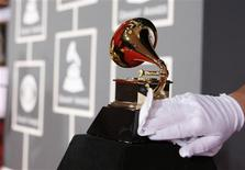 <p>A white-gloved worker polishes a Grammy Award before the 51st annual Grammy Awards in Los Angeles February 8, 2009. REUTERS/Danny Moloshok</p>