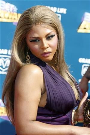 Hip hop artist Lil' Kim arrives at the 2008 BET Awards in Los Angeles June 24, 2008. REUTERS/Fred Prouser