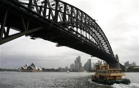 A ferry aproaches Sydney's central business district February 3, 2009. REUTERS/Daniel Munoz