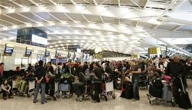 <p>People queue at check-in desks in the new Terminal 5 building at Heathrow Airport in London, March 27, 2008. REUTERS/Luke MacGregor</p>