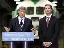<p>Prime Minister Stephen Harper (L) and Ontario Premier Dalton McGuinty announce major improvements to the GO Transit system during a news conference in Toronto February 17, 2009. REUTERS/Mike Cassese</p>