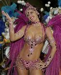 <p>Foto de arquivo de Luma de Oliveira, rainha de bateria da Caprichosos de Pilares em 2005. Este ano ela desfila pela Portela. REUTERS/Sergio Moraes</p>