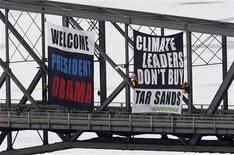 <p>Greenpeace activists unfurl a banner on a bridge in Ottawa February 18, 2009 urging U.S. President Barack Obama to take a tough stand on Canada's oil-rich tar sands. Obama will make his first foreign trip since taking over the White House last month when he visits Ottawa on Thursday. REUTERS/Chris Wattie</p>
