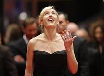 "<p>Kate Winslet arrives on the red carpet for the screening of ""The Reader"" at the 59th Berlinale film festival in Berlin, February 6, 2009. REUTERS/Johannes Eisele</p>"