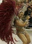 """<p>Rainha da bateria Vivane Araujo, do Salgueiro, que animou a Sapucaí com o enredo """"Tambor"""", na segunda noite de desfiles do Rio 23/02/2009. REUTERS/Bruno Domingos (BRASIL)</p>"""