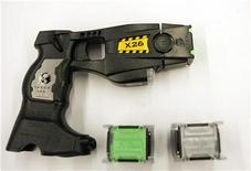 <p>A taser X26 model and cartridges are displayed at a trade show for the Canadian Association of Chiefs of Police in Montreal August 26, 2008. REUTERS/Christinne Muschi</p>