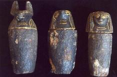<p>Фотография саркофагов, найденных японскими учеными в Саккарском некрополе к югу от Каира 26 февраля 2009 года. Японские археологи, проводившие работы в Египте, нашли четыре деревянных саркофага и ряд предметов, чей возраст может достигать 3.300 лет, сообщило египетское правительство в четверг. REUTERS/Handout</p>