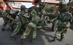<p>Army soldiers move an artillery piece in front of the Bangladesh Rifles (BDR) headquarters in Dhaka February 26, 2009. Nearly 50 people were killed when Bangladesh paramilitary troops fought among themselves during a mutiny in the headquarters of the BDR over a pay dispute, a government minister said on Thursday. REUTERS/Andrew Biraj</p>