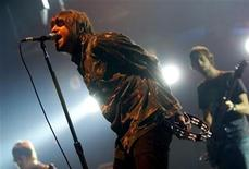 <p>Vocalist Liam Gallagher (L) and his brother and guitarist Noel Gallagher (R) of the British rock group 'Oasis' perform during a concert in Bilbao on November 20, 2002. REUTERS/Vincent West</p>