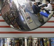 <p>Hollywood pensa a vivere senza Blockbuster. REUTERS/John Gress</p>