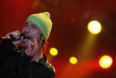 <p>British singer Jay Kay of Jamiroquai performs during Budapest's Sziget Music Festival on an island in the Danube River August 14, 2008. REUTERS/Karoly Arvai</p>