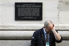 <p>A weary trader rubs his eyes as he pauses outside the New York Stock Exchange following the end of the trading session in New York October 9, 2008. REUTERS/Mike Segar</p>