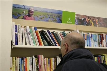 A customer browses the book section at an Oxfam store in Dalston in east London November 28, 2008. REUTERS/Simon Newman