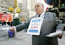 <p>Tony Petri, an unemployed information technology manager, hands out flyers seeking employment, in Times Square in New York October 22, 2002. REUTERS/Peter Morgan</p>