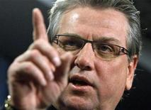 <p>Canadian Auto Workers President Ken Lewenza speaks during a news conference on Parliament Hill in Ottawa February 10, 2009. REUTERS/Chris Wattie</p>