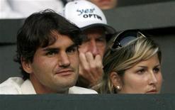 <p>Il tennista svizzero Roger Federer e la fidanzata Mirka Vavrinec. REUTERS/Darren Staples (BRITAIN)</p>