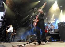 <p>A banda norte-americana cult Pixies será uma das atrações principais do festival de música da Ilha de Wight no próximo verão britânico, disseram organizadores do festival na sexta-feira. REUTERS/Denis Balibouse (SUÍÇA)</p>