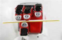 <p>La mano di un robot. La foto ha solo scopo illustrativo della notizia. REUTERS/Issei Kato</p>
