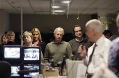 <p>I giornalisti del Seattle P-I ascoltano l'annuncio della fine delle pubblicazioni. REUTERS</p>