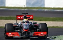<p>Piloto da McLaren Lewis Hamilton, atual campeão da F1, durante teste em Jerez, na Espanha. 17/03/2009. REUTERS/Marcelo del Pozo</p>