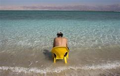 <p>A tourist sits on a chair in the Dead Sea March 17, 2009. REUTERS/Darren Whiteside</p>